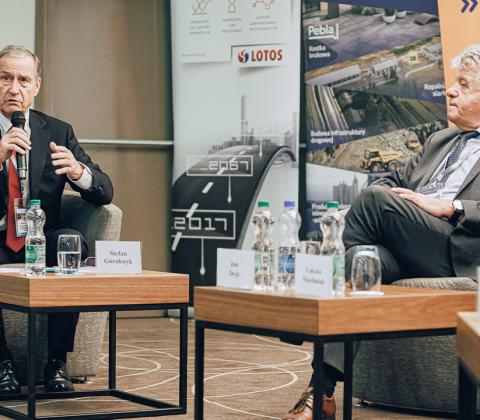 Moderator debaty, Stefan Góralczyk, oraz Jan Deja